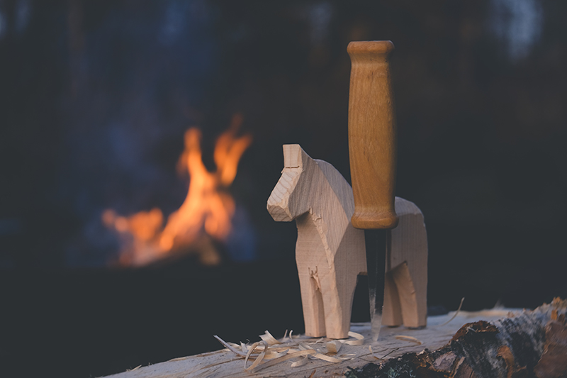 Small pleasures #7, carving a wooden Dala horse, Dala häst, woodwork, craft blog, Dalarna Sweden, www.Fenne.be