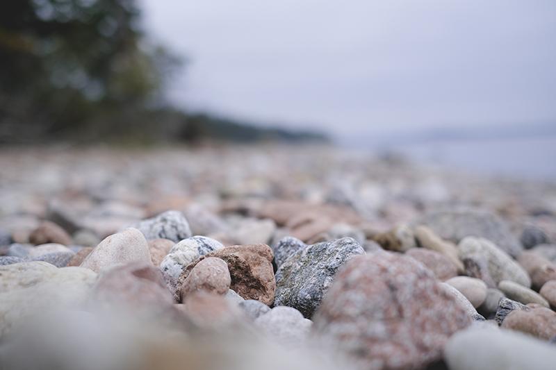 Rocky beach in Sweden, fossils, stone beach, resa i sverige, bilturer, Billudden Uppsala, www.Fenne.be